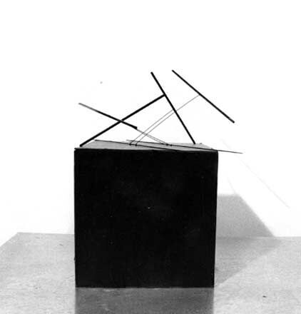 Balance (maquette), 1976, steel and stainless steel, 28 x 17.8 x 17.8 cm. Collection of the artist (work dismantled).