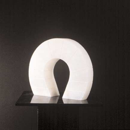 Arco bugnato, 1987, alabaster, 22.9 x 27.9 x 6.3 cm. Collection of Walter and Susan Jacobson, Chicago, IL, USA; and of the artist.