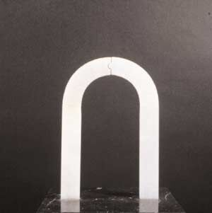 Arco dell'amore, 1987, alabaster, 33 x 30.5 x 30.5 cm. Collection of the artist.