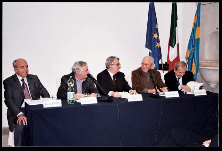 Giuseppe Manni, president of Manni HP S.p.A; Giorgio Cortenova, curator; Maurizio Pedrazza Gorlero, vice mayor of Verona; Ferrari; and Arturo Carlo Quintavalle, art historian