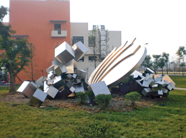 Atto sublime, 2009-2010, stainless steel and bronze, 400 x 1000 x 1000 cm.  Collection of Ba Yi Middle School, Deyang, Sichuan, China.