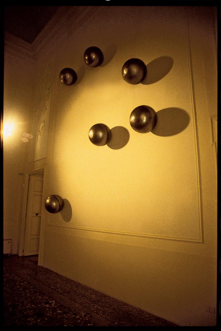 Cinque sfere nello spazio, or Tempo