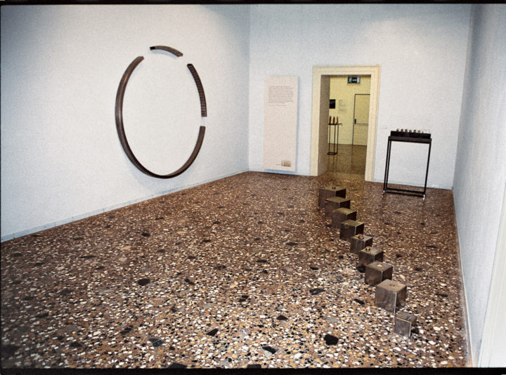 Circular Energy II, or Cerchio in formazione II, 1982–2003, stainless steel, 210 x 210 x 10 cm. Collection of the artist.