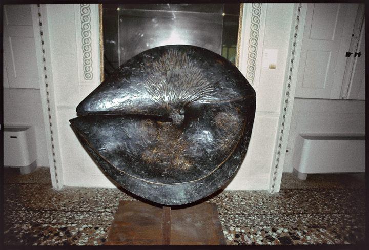 Elemento di vita, 1969, bronze, 109 x 126 x 20 cm. Collection of the artist