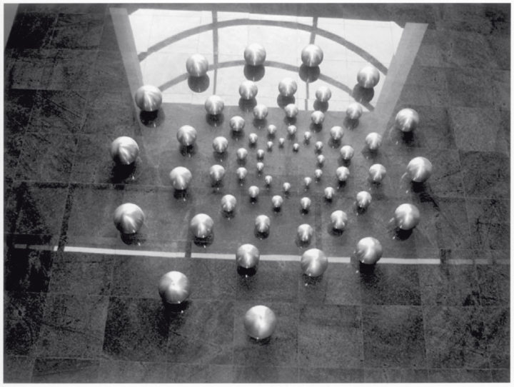 Energy, 1987–1995, Stainless steel, 300 x 300 x 23 cm. Collection of the Conauto Office Building, Guayaquil, Ecuador, 1995.
