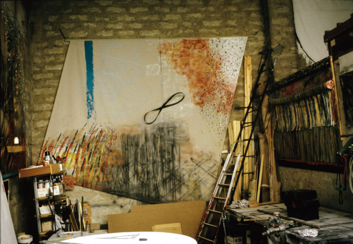 Gestualità assimetrico, 2004, mixed media on canvas, 315 x 315 x 25 cm. Collection of the artist.