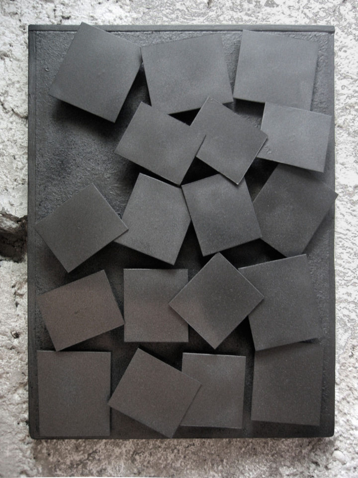 Moving Elements, 2006, painted steel, 76.2 x 50.8 x 5 cm. Collection of the artist.
