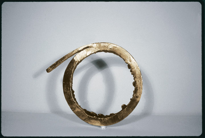One Slice to a Circle, 1986, Bronze, 24.1 x 27.3 x 2.5 cm. Private collection.