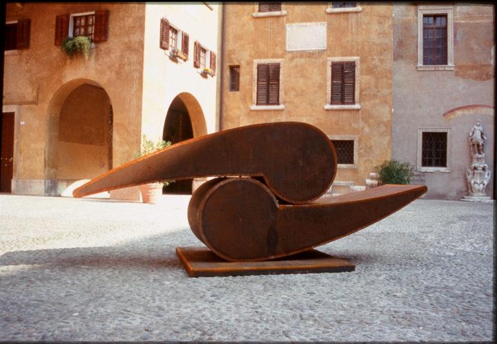 Orfeo e Euridice, 2003, Corten steel, 160 x 350 x 100 cm. Collection of Gruppo Manni HP S.p.A., Verona, Italy, 2003.