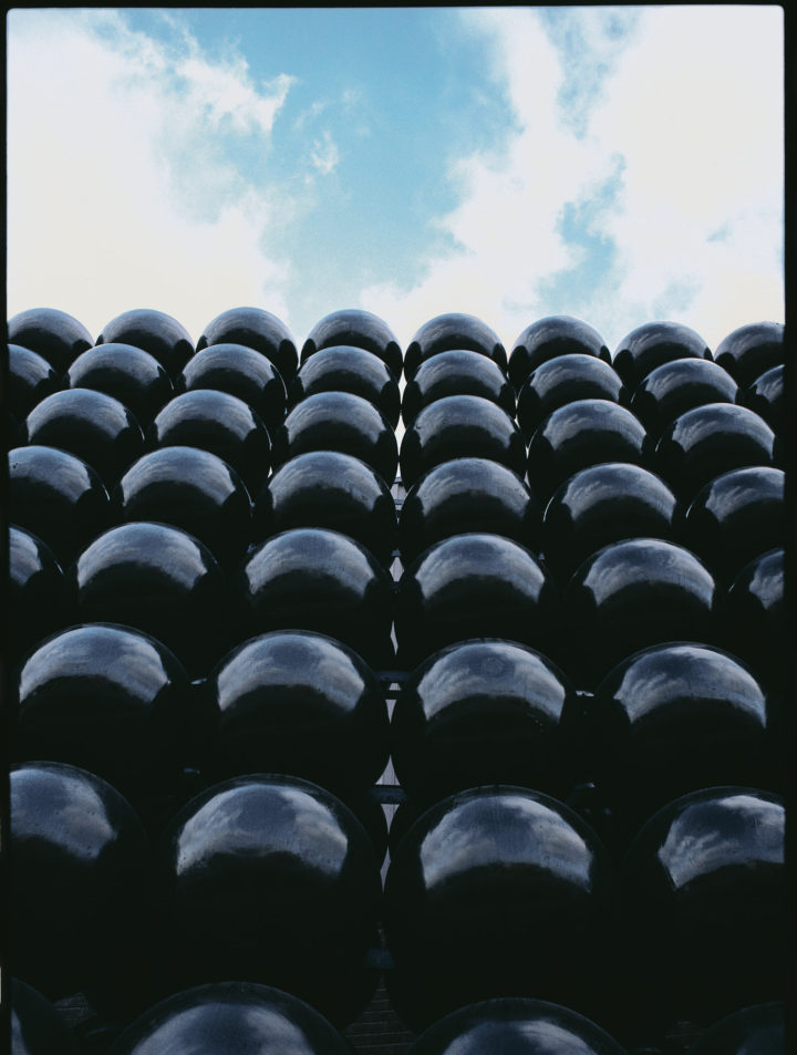 Square of Spheres, 1985, Painted steel, 609.6 x 609.6 x 137.2 cm.  Collection of Quality Steel Company, Bensenville, IL, USA (work missing).