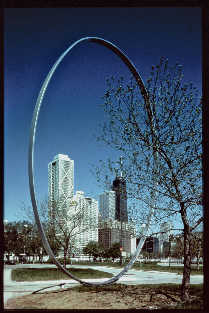 Vertical Ellipse, 1987–1991, Steel, 914.4 x 609.6 x 25.4 cm. On loan from the artist to the Chicago Park District, 1987–, work missing as of 1991.